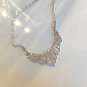 Jewelry - Stunning necklace